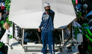 Marshawn_Lynch,_Super_Bowl_parade